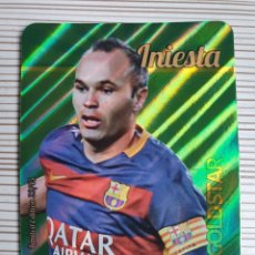 Cromos de Fútbol: 22/45 INIESTA (BARCELONA) GOLDSTAR RAYAS MUNDICROMO 2015 2016. Lote 200383420