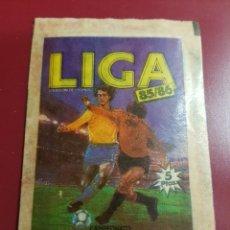 Cromos de Fútbol: ESTE - LIGA 85/86 - 1985 1986 - UN SOBRE DE CROMOS SIN ABRIR. Lote 205848431