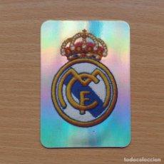 Cromos de Fútbol: 28 ESCUDO BRILLO REAL MADRID CF MUNDICROMO LIGA FUTBOL 2005 2006 05 06 NUEVO. Lote 210461235