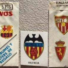 Cromos de Fútbol: SOBRE VACÍO Y CROMO VALENCIA SUPER ADHESIVOS FUTBOL EX. SALCAS ALMENDRALEJO. Lote 267826319