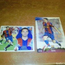 Cromos de Fútbol: INIESTA DOS CROMOS/CARDS FC BARCELONA 2009 LIGA ESTE PANINI Y MUNDICROMO. Lote 237147700