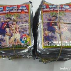 Cromos de Fútbol: LOTE 100 SOBRES CROMOS FUTBOL SIN ABRIR LIGA 1994 1995 MUNDICROMO POSIBILIDAD RAUL ROOKIE NUEVOS. Lote 244199365