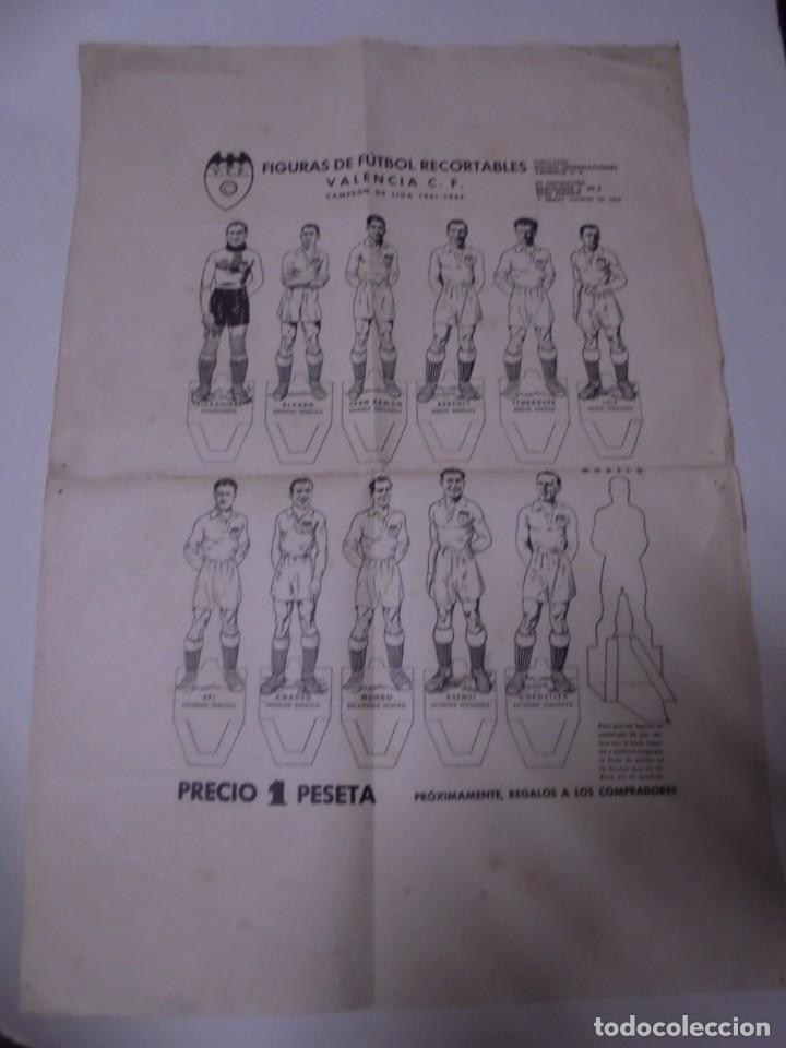 MAGNIFICA HOJA CON FIGURAS DE FUTBOL RECORTABLES VALENCIA CAMPEON DE LIGA 1941-1942 (Coleccionismo Deportivo - Álbumes y Cromos de Deportes - Cromos de Fútbol)