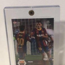 Cromos de Fútbol: TOPPS NOW ROOKIE PEDRI FCBARCELONA TRADING CARD EN ACRILICO PROTECTOR. Lote 253921885