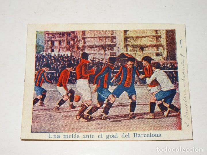 CROMO ANTIGUO - FC BARCELONA 2 - ESPAÑA 1 - UNA MELÉE ANTE EL GOAL DEL BARCELONA (Coleccionismo Deportivo - Álbumes y Cromos de Deportes - Cromos de Fútbol)