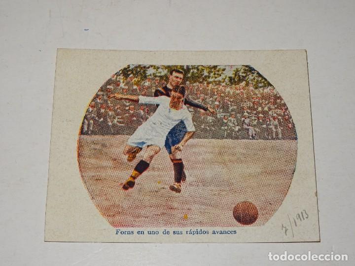 CROMO ANTIGUO - FC BARCELONA - FONS EN UNO DE SUS RÁPIDOS AVANCES 1913, SEÑALES DE USO (Coleccionismo Deportivo - Álbumes y Cromos de Deportes - Cromos de Fútbol)
