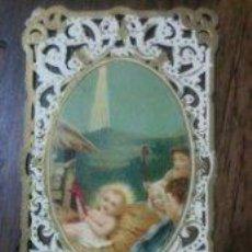 Coleccionismo Cromos troquelados antiguos: ANTIGUO CROMO TROQUELADO - CALADO . EL NACIMIENTO DEL NIÑO JESUS. Lote 73823471