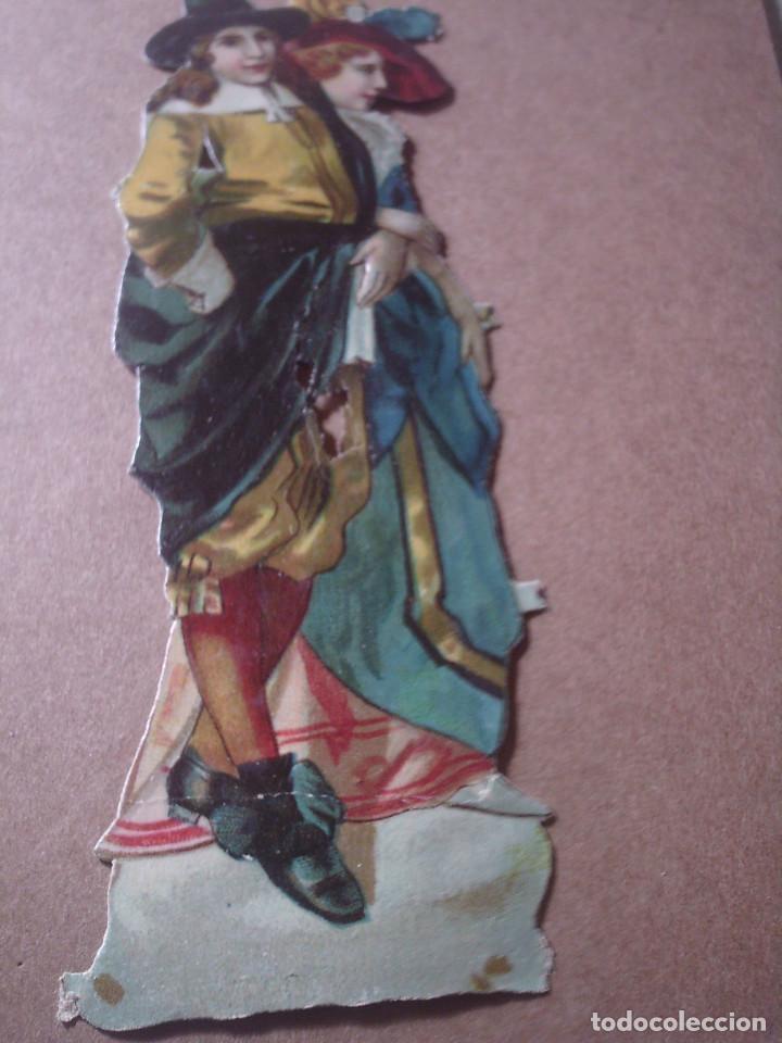 Coleccionismo Cromos troquelados antiguos: ~~~~ ANTIGUO CROMO PAREJA DE EPOCA TROQUELADO , MIDE 12,5 X 4 CM. ~~~~ - Foto 2 - 140538698