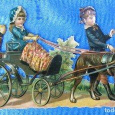 Coleccionismo Cromos troquelados antiguos: CROMO TROQUELADO. NIÑOS EN CARRITO TIRADO POR PERRO. FINALES SIGLO XIX.. Lote 148178818