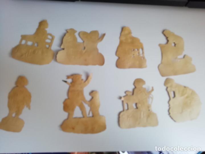 Coleccionismo Cromos troquelados antiguos: Ocho cromos troquelados de niños jugando. Finales XIX principios XX. Entre 6 y 7 cms - Foto 2 - 150796942