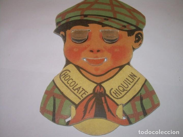 Coleccionismo Cromos troquelados antiguos: ANTIGUA PUBLICIDAD DE CARTON....CHOCOLATE CHIQUILIN...CON MOVIENTO EN LOS OJOS Y BOCA. - Foto 2 - 153129546