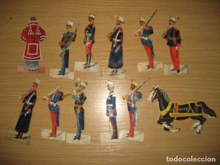 Coleccionismo Cromos troquelados antiguos: 12 cromo troquelado soldado cura y caballo 10 cm . procesion corpus ? - Foto 2 - 273913348