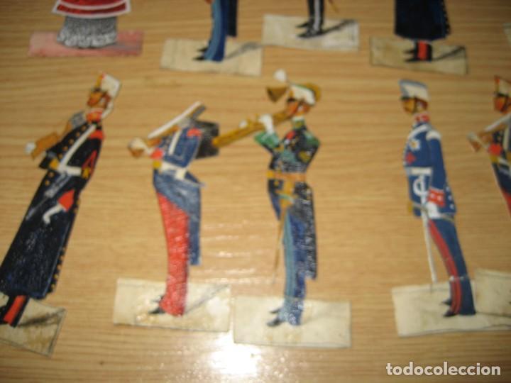 Coleccionismo Cromos troquelados antiguos: 12 cromo troquelado soldado cura y caballo 10 cm . procesion corpus ? - Foto 3 - 273913348