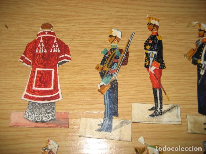 Coleccionismo Cromos troquelados antiguos: 12 cromo troquelado soldado cura y caballo 10 cm . procesion corpus ? - Foto 4 - 273913348