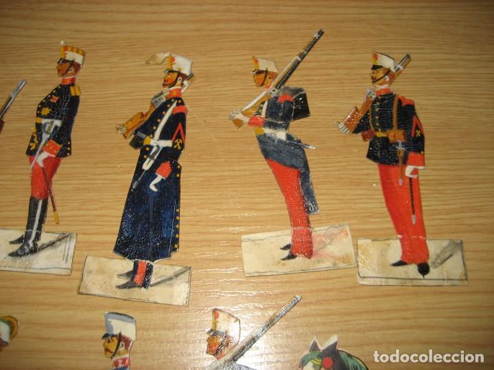 Coleccionismo Cromos troquelados antiguos: 12 cromo troquelado soldado cura y caballo 10 cm . procesion corpus ? - Foto 5 - 273913348
