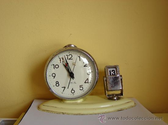 RELOJ DESPERTADOR ANTIGUO CON CALENDARIO (Relojes - Relojes Despertadores)