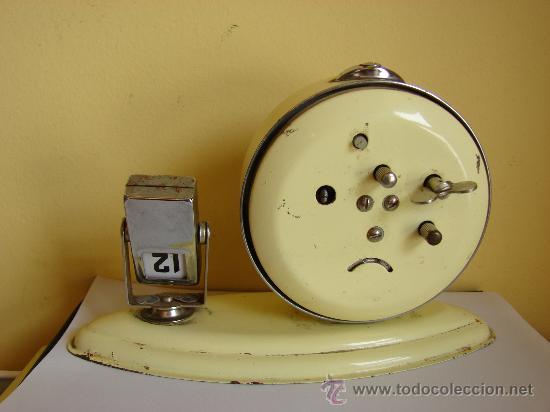 Despertadores antiguos: RELOJ DESPERTADOR ANTIGUO CON CALENDARIO - Foto 2 - 229790385