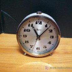 Despertadores antiguos: DESPERTADOR MICRO. FUNCIONA. AÑOS 50. Lote 173121944