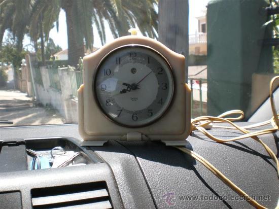 RELOJ DE BAQUELITA EN BLANCO CON CABLE SWITHS (Relojes - Relojes Despertadores)