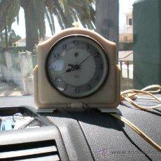 Despertadores antiguos: RELOJ DE BAQUELITA EN BLANCO CON CABLE SWITHS. Lote 19648031