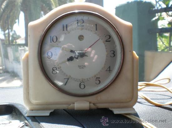 Despertadores antiguos: reloj de baquelita en blanco con cable swiths - Foto 2 - 19648031