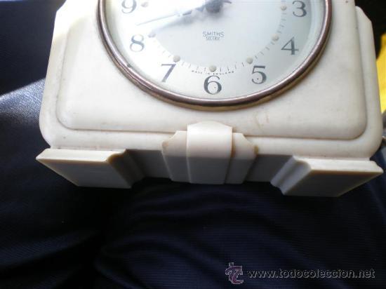 Despertadores antiguos: reloj de baquelita en blanco con cable swiths - Foto 6 - 19648031