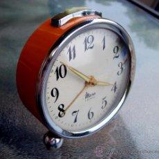Despertadores antiguos: ANTIGUO DESPERTADOR MICRO , COLOR NARANJA. FUNCIONA. Lote 27273398