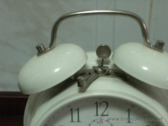 Despertadores antiguos: Reloj despertador de campana funcionando. - Foto 3 - 24631944