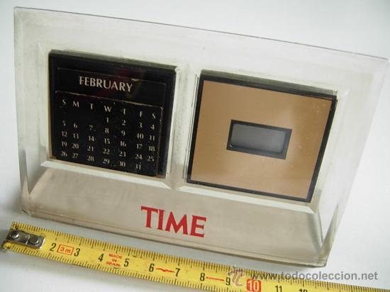 RELOJ Y CALENDARIO DE SOBREMESA. RELOJ DIGITAL Y CALENDARIO PERPETUO, QUARTZ, FUNCIONA PERFECTAMENTE (Relojes - Relojes Despertadores)
