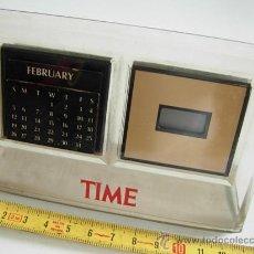 Despertadores antiguos: RELOJ Y CALENDARIO DE SOBREMESA. RELOJ DIGITAL Y CALENDARIO PERPETUO, QUARTZ, FUNCIONA PERFECTAMENTE. Lote 30358774