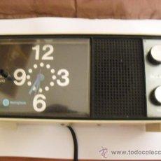 Despertadores antiguos: LOTE DE UN RADIO RELOJ DESPERTADOR MARCA WESTINGHOSE. Lote 32080193