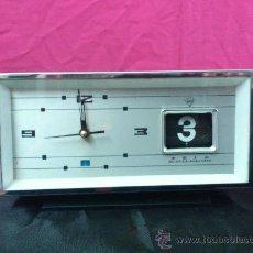 Despertadores antiguos: RELOJ DESPERTADOR CALENDARIO SHANGHAI.CHINA . VINTAGE. FUNCIONA.... Lote 35007133