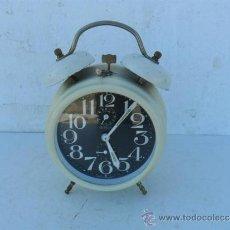 Despertadores antiguos: RELOJ DESPERTADOR DE CUERDA BAQUELITA GERMANY. Lote 37204144