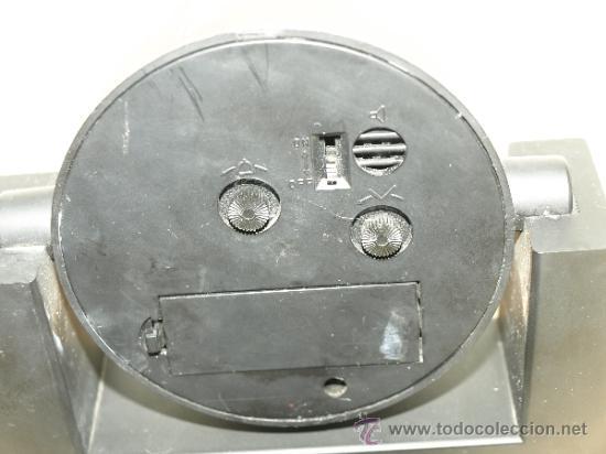 Despertadores antiguos: RELOJ DESPERTADOR CAJA RURAL CREDICOOP. AL PONERLE UNA PILA FUNCIONA. 13,2 CM X 12,6 CM. VER FOTOS - Foto 4 - 37563626