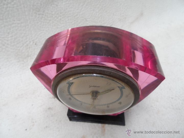 Despertadores antiguos: reloj despertador color coleccion - transparente se ve maquinaria - marca goldbükl - Foto 2 - 39794179