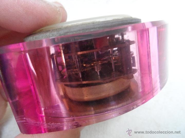 Despertadores antiguos: reloj despertador color coleccion - transparente se ve maquinaria - marca goldbükl - Foto 4 - 39794179