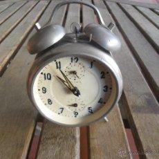 Despertadores antiguos: RELOJ DESPERTADOR DE LA MARCA TITAN FUNCIONANDO. Lote 40703473