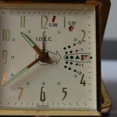 Despertadores antiguos: ESPECIAL COLECCIONISTAS - MUY RARO RELOJ DESPERTADOR DE VIAJE I.D.E.C.GERMANY AÑOS '60. Lote 41146984