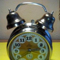 Despertadores antiguos: DESPERTADOR DE CAMPANAS. AÑOS 70. BIEN CONSERVADO. RELOJ FUNCIONANDO. FOTOS Y DESCRIPCION.. Lote 41740251