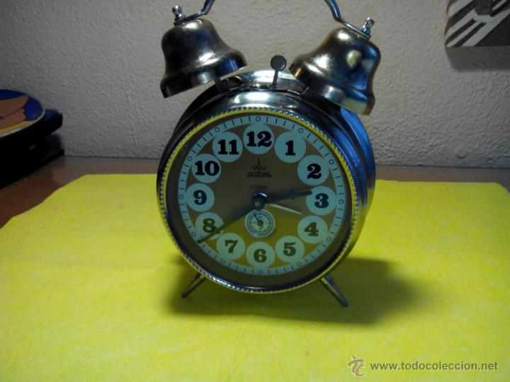 DESPERTADOR DE CAMPANAS. AÑOS 70. BIEN CONSERVADO. RELOJ FUNCIONANDO. FOTOS Y DESCRIPCION. (Relojes - Relojes Despertadores)