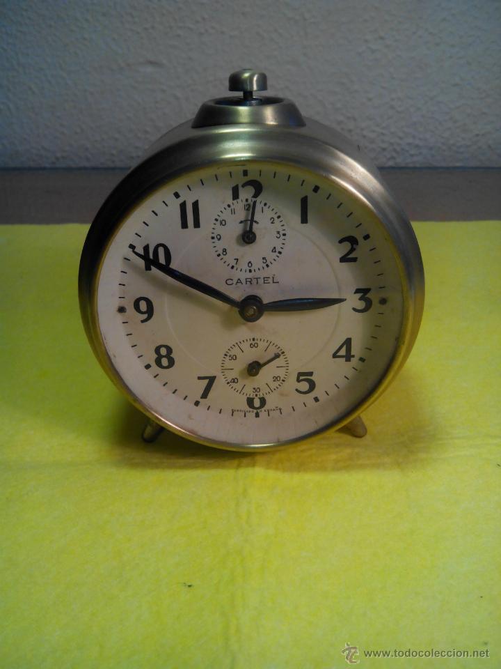 ANTIGUO DESPERTADOR ESPAÑOL - AÑOS 60. TESTADO. FUNCIONANDO. DESCRIPCION Y FOTOS INTERIOR/EXTERIOR. (Relojes - Relojes Despertadores)