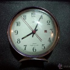 Despertadores antiguos: ANTIGUO RELOJ DESPERTADOR MADE IN CHINA CON BASE COLOR VERDE CLARO. Lote 43061036