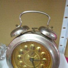 Despertadores antiguos: ANTIGUO GRAN RELOJ DESPERTADOR DOBLE CAMPANA DE 24 CM. DE ALTURA. FUNCIONANDO. Lote 43293013