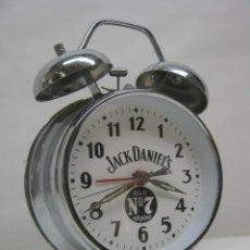 Despertadores antiguos: RELOJ DESPERTADOR WHISKY JACK DANIEL'S OLD 7 BRAND 16 CM - METAL PLATEADO. Lote 43885946