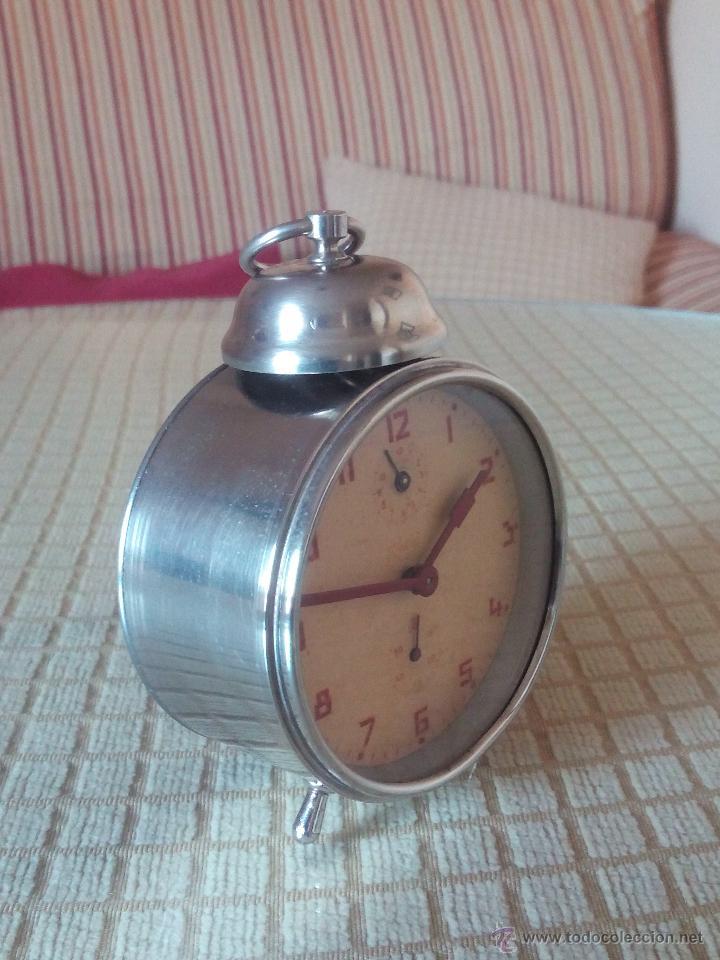 ANTIGUO DESPERTADOR A CUERDA. AÑOS 60. FUNCIONANDO.. BUENA CONSERVACION. DESCRIP. Y FOTOS. (Relojes - Relojes Despertadores)