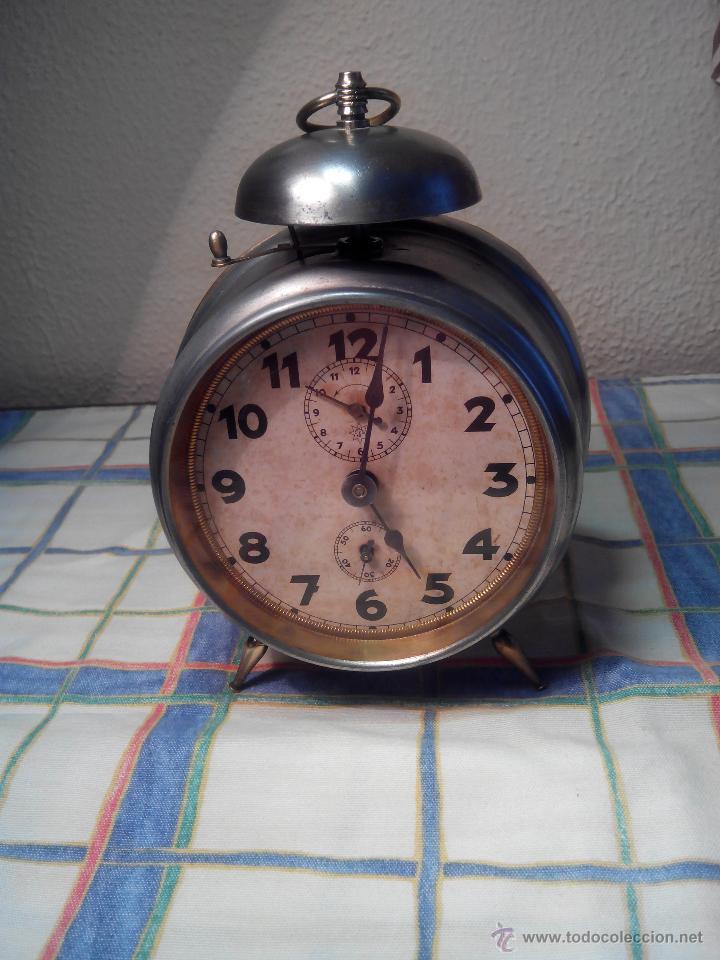 ANTIGUO DESPERTADOR DE CAMPANA - AÑOS 50 - FUNCIONANNDO. (TESTADO). DESCRIP. Y FOTOS INTER/EXTER. (Relojes - Relojes Despertadores)