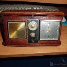 Despertadores antiguos: RADIO RELOJ DESPERTADOR DE VIAJE SOLID ESTATE CON ESTUCHE DE PIEL Y FABRICADO EN JAPON AÑOS 60-70. Lote 47611901