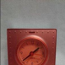 Despertadores antiguos: RELOJ DESPERTADOR MARCA QUARTZ DE VIAJE . Lote 49619776