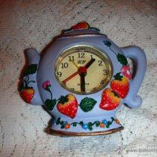 Despertadores antiguos: ANTIGUO RELOJ DESPERTADOR CON FORMA DE TETERA INGLESA. Lote 50676250