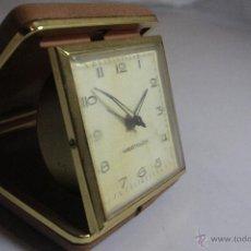 Despertadores antiguos: RELOJ DESPERTADOR PLEGABLE DE CARGA MANUAL CON ALARMA MARCA WESTCLOCK, FUNCIONA. Lote 51431516